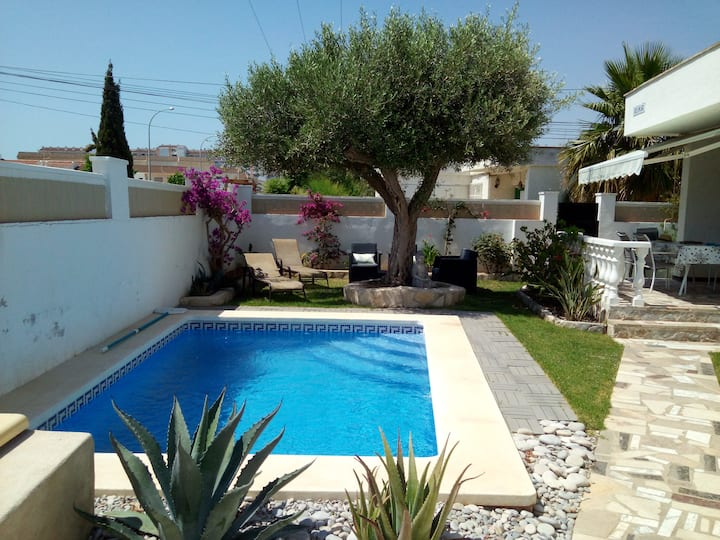 maison 8 pers,piscine privée wifi,200m de la plage