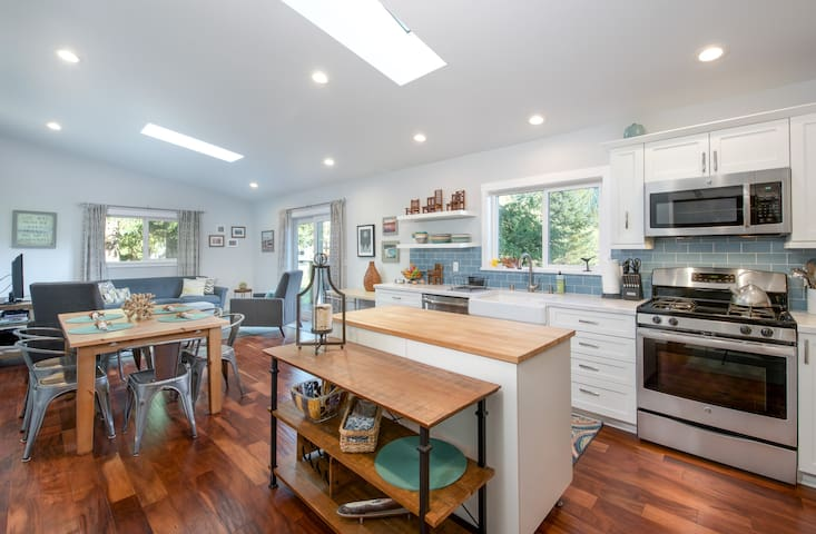 A bright, clean and modern space awaits you. Skylights, windows, and lots of lighting brighten the mood.  Stay warm with heated floors throughout the cottage!