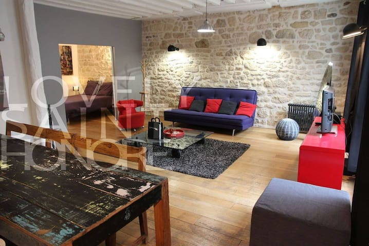 Great apartment for 4 guests in the very center and fashion district of Paris.