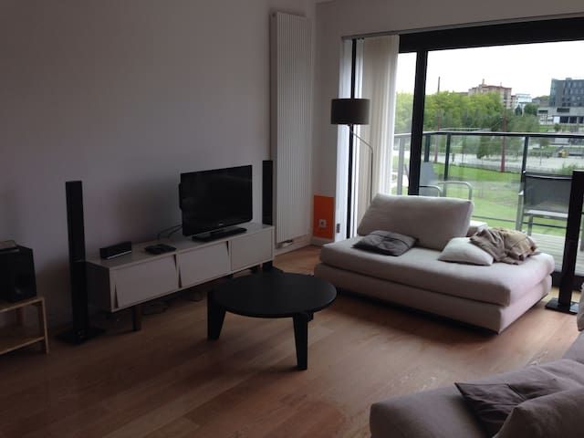 Brand new loft (115m2). Overlooks Rabotpark. Wifi.