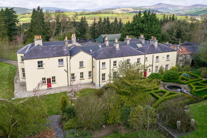 Spacious 9-bedroom country manor for groups - Tinahely - Villa