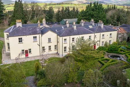 Spacious 9-bedroom country manor for groups - Tinahely - Vila