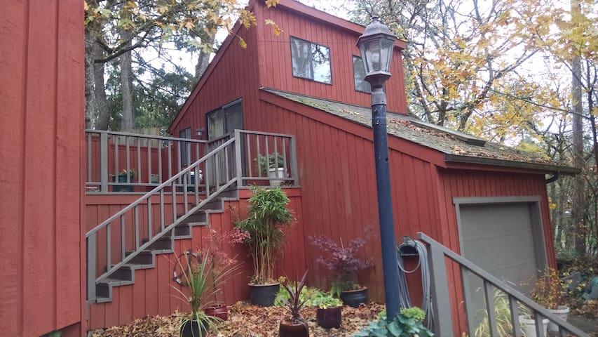 TreeTop  Studio - Brownsville - Vendégház