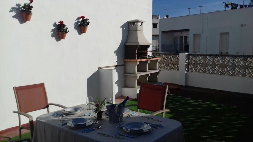 Apartamento en Conil con Wifi y una terraza al sol