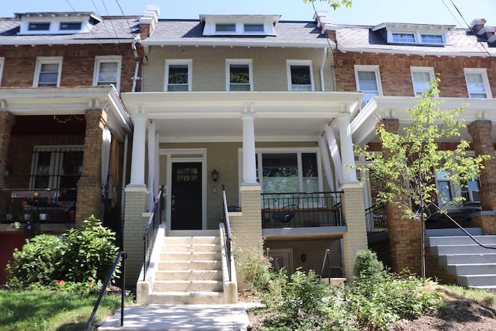 Petworth Efficiency Apartment with FREE parking!