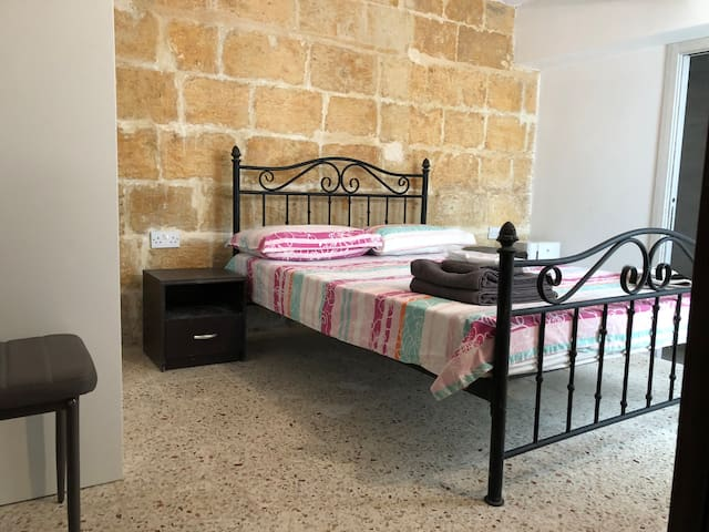 Cospicua 3Cities Grd FL - AC/ private bathroom
