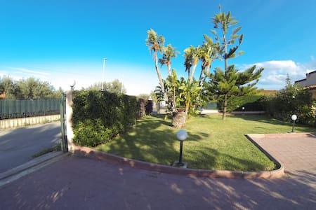 Cefalù CAPO PLAIA Villa a 50 metri dal mare - เซฟาลู