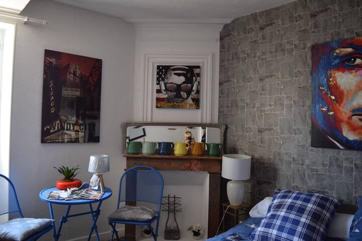 Chambre chez l'habitant dans maison de village