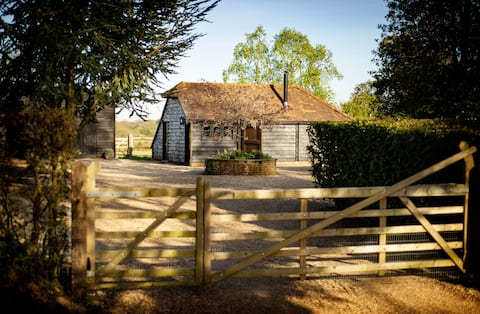 Red Kite Barn, a luxury romantic getaway, hot tub
