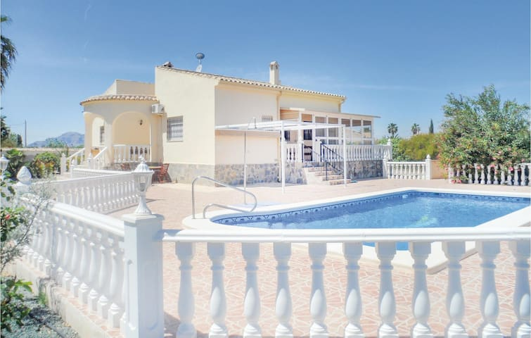 Holiday cottage with 2 bedrooms on 104m² in Catral
