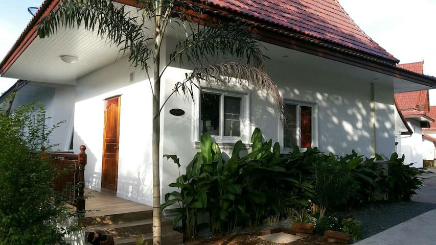 Hibiscus Cottage near the beach - Tambon Koh Chang Tai - Casa