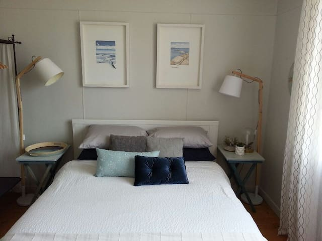 Pet friendly cottage in Beachlands, Geraldton