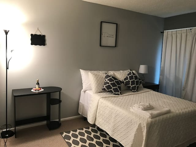 Stunning Room w/Private Bathroom Close to Rutgers - Franklin Township - Casa