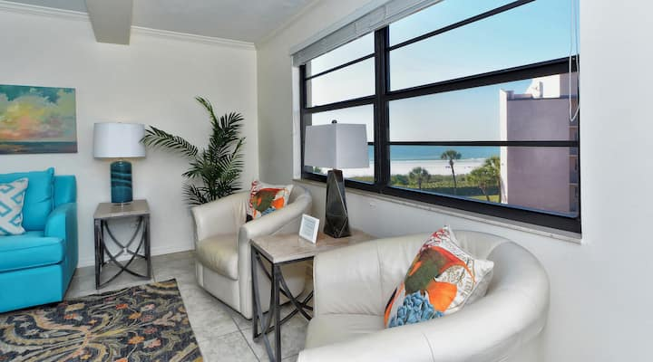 Sea Shell Condo 302 Beautiful and breezy 2BRs 2Baths On the No 1 Beach in the USA at Sea Shell Beach Front Property