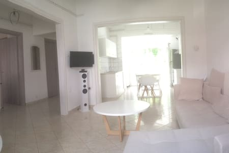 Renovated, side to side, ground floor apart 85m2 - Nafpaktos - Apartemen