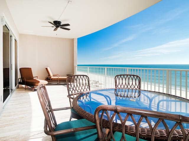 2BR Oceanfront! Superb View & Pools