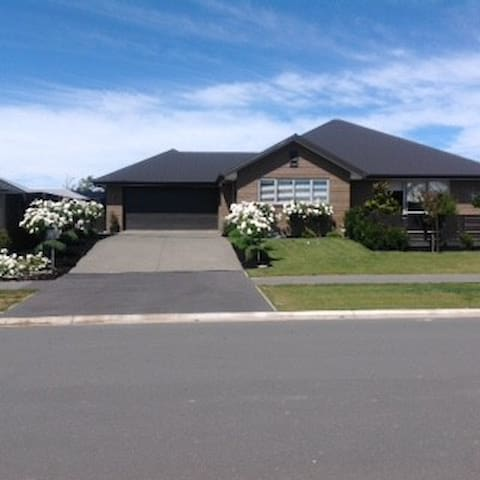 Serene in Strauss! - Rolleston - Huis