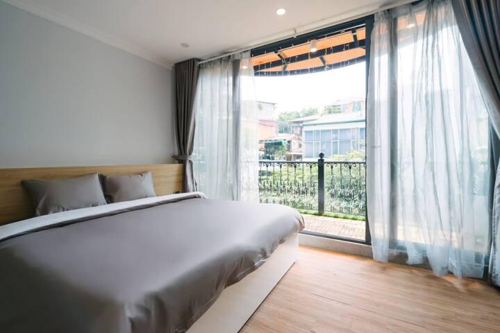 Duplex w big Balcony~ next to Đồng Xuân Market