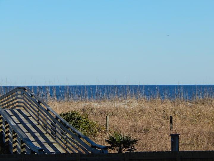 Water Views, Pool, Walk to Boardwalk/Shops/Dining