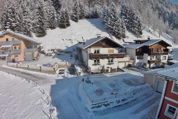 Spacious Apartment in Stuhlfelden near Ski Area