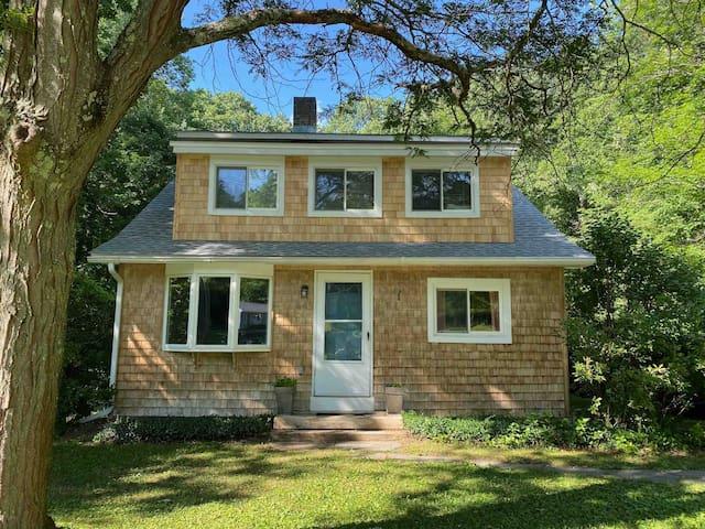 Charming Ashley Falls Cottage Retreat