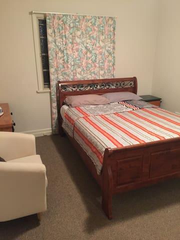 Nice three bed room house - Carina - Ev