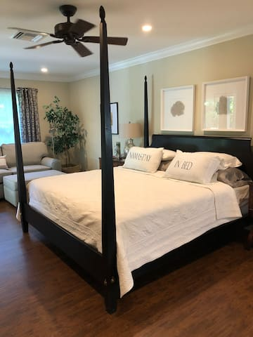 BOUTIQUE HOTEL STYLE MASTER SUITE