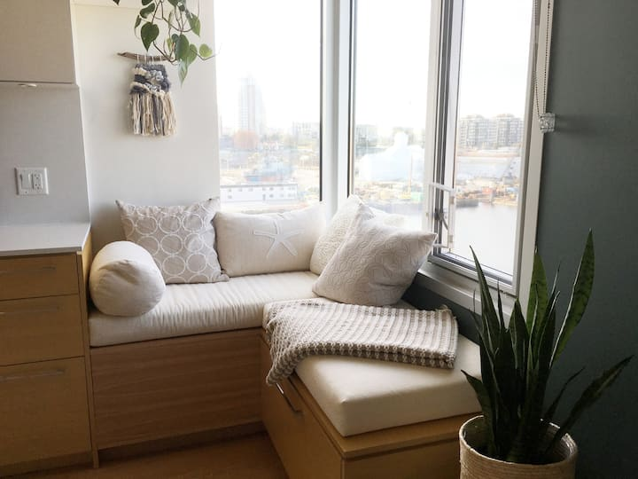The 511: top floor corner suite with harbour view