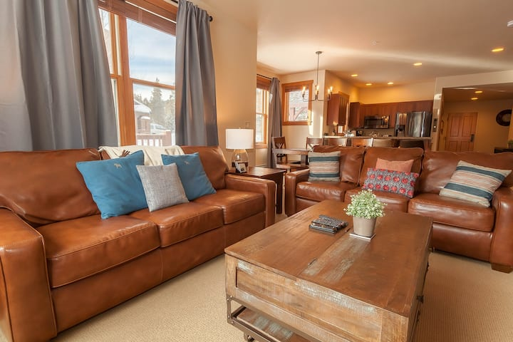 Red Hawk Townhome #2327, King Bed, Walk to Gondola
