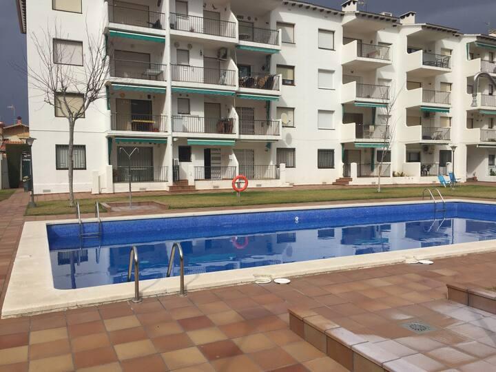 Apartamento bajo con piscina cerca de playa