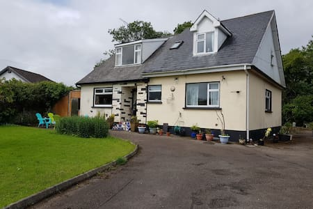 Sea La Vie 3 Bedroom Garden Apartment in Courtown