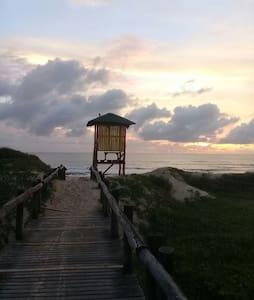 Kitnet centro 300m do mar e rota do Beto Carrero