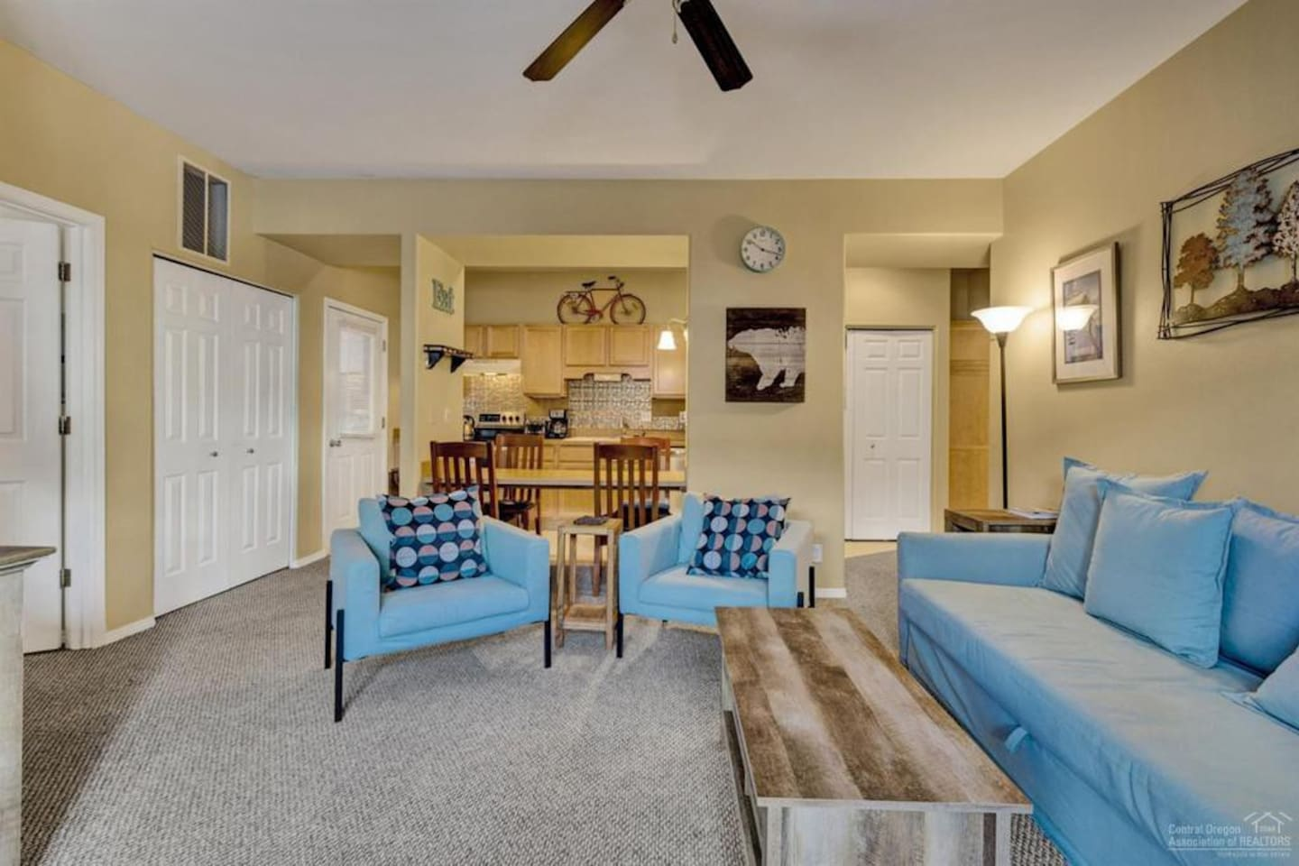 Great open living space with plenty of seating