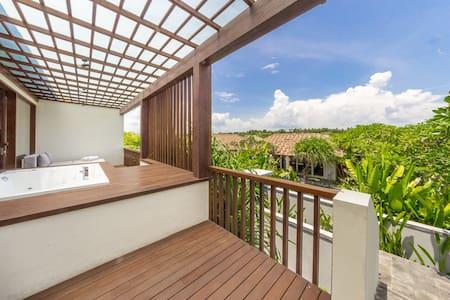 Appartment with Jacuzzi on balcony - Sukawati