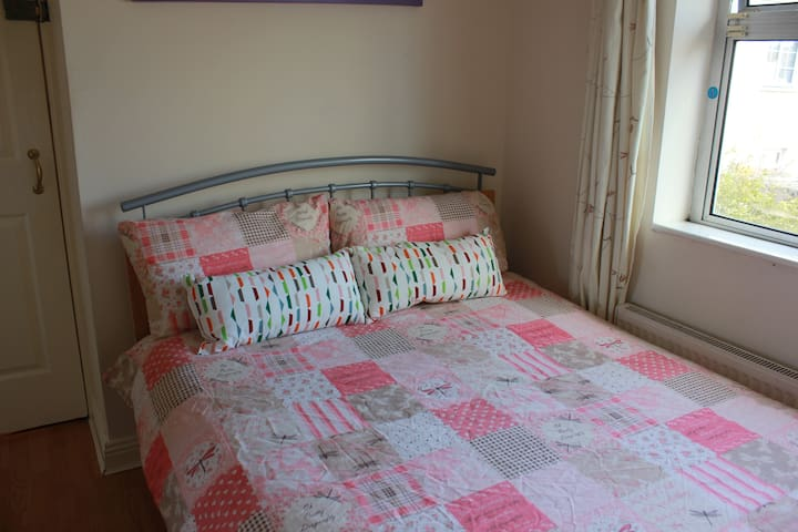 Double En-Suite Room, Near Airport - Dublin - House