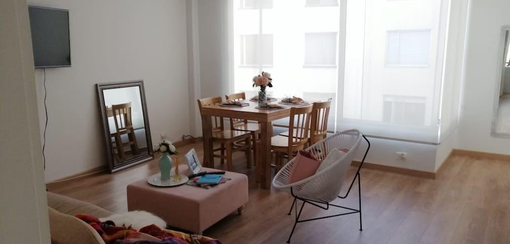 Linda habitación en apartamento acogedor