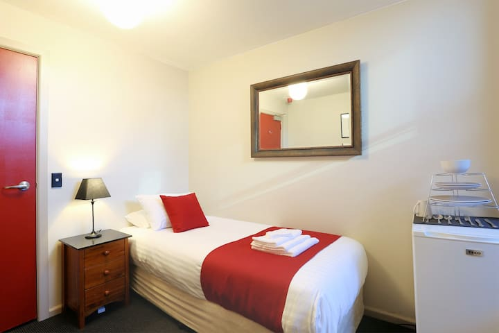 Macquarie House - Single Room 9