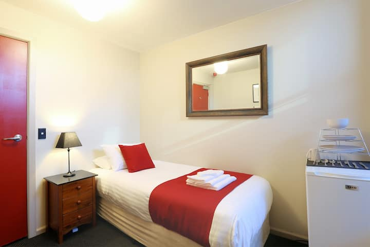 Macquarie House - Single Room 9
