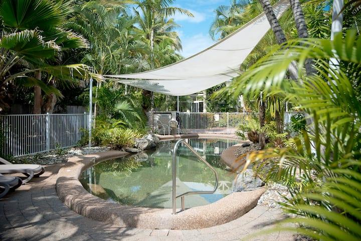 Tropical Nites - 2 Bedroom 2 Bathroom Townhouse