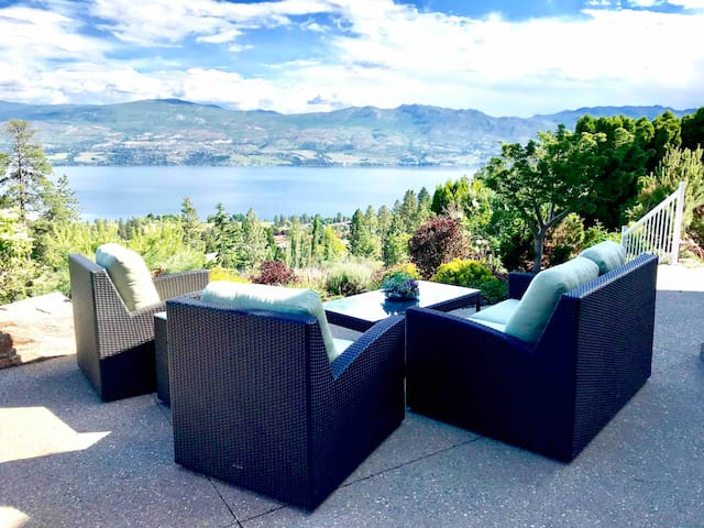 PRIVATE stylish rooms with lakeview in wine trail