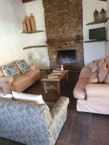 TV with FULL DSTV and fireplace for a cozy winter stay......
