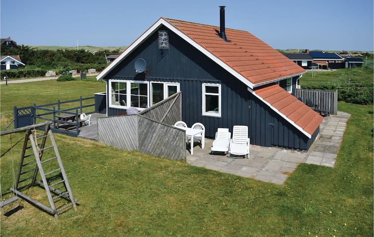 Holiday cottage with 2 bedrooms on 80 m² in Harboøre