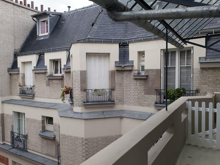 Les toits de Paris près Batignolles bail mobilité