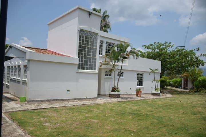 Espectacular Casa Quinta con vista exclusiva
