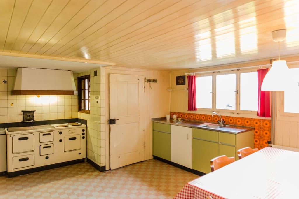Küche mit Kochherd