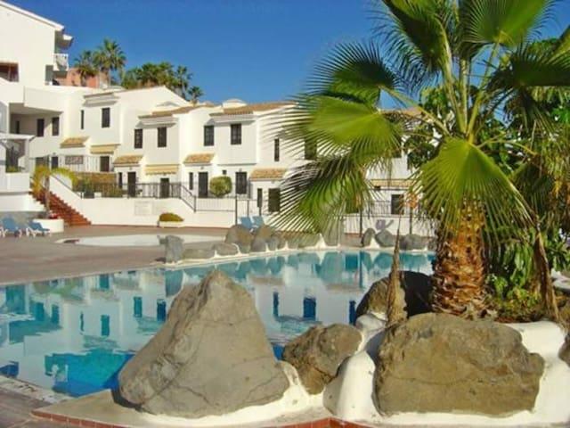 Ferienhaus mit moderner Austattung, Pool & zwei Terassen in Chayofa - 8059