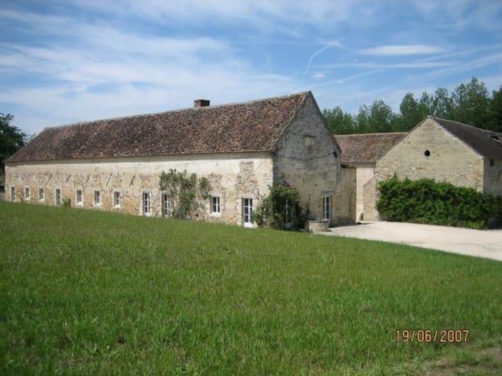 Ferme  XVIII  dans domaine du Château  de St Ange