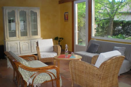 Grand duplex jardin boisé terrasse - Saint-Jean-d'Illac - บ้าน