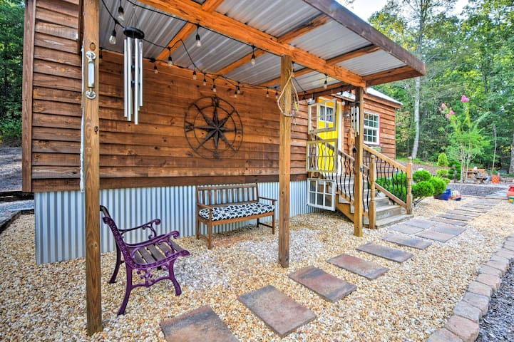 Cozy Dahlonega Cottage on 3 Acres w/ Fire Pit!
