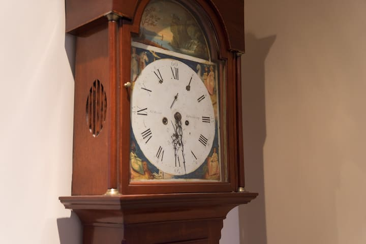 "1820 grandfather clock that accurately ""bongs"" the hour"